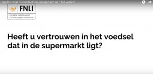 """Screenshot van een <a href=""""https://www.youtube.com/watch?v=t3MjpdWIS0c"""" target=""""_blank"""">YouTube-filmpje</a> van de Federatie Nederlandse Levensmiddelen Industrie (FNLI) in het kader van het rapport <a href=""""http://www.fnli.nl/spreek-smakelijk/"""" target=""""_blank"""">'Spreek Smakelijk'</a>. Op straat wordt voorbijgangers onder meer de vraag gesteld of ze het voedsel in de supermarkt nog wel vertrouwen."""