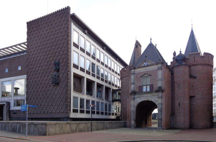 Sabelspoort en Gelders Provinciehuis te Arnhem. CC: HenkvD