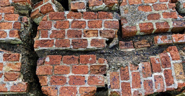 muur scheuren baksteen